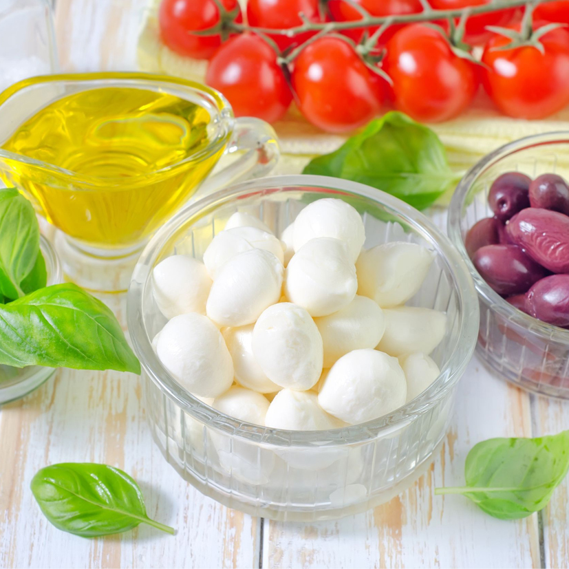 Bocconcini et olives marinées